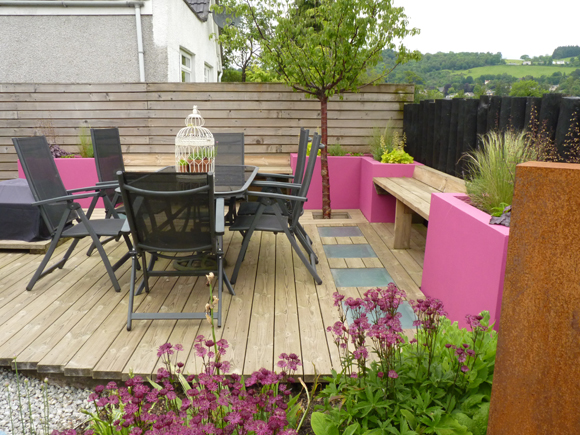 Glass block lights and bright colours makes the decking wow