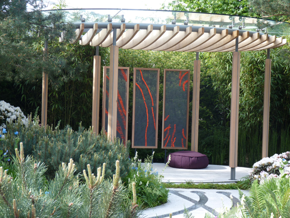 "Tom Hoblyn's pergola with the ""floating"" glass"