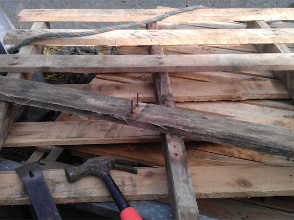 Some old pallets ready to become upcycled pallets