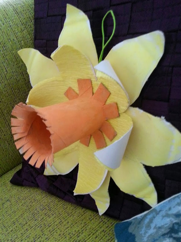 The finished daffodil to keep us cheery all winter ;