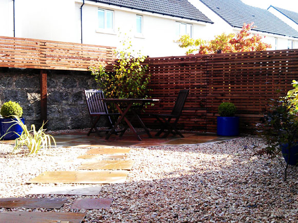 contemporary fencing encloses this garden whilst still exposing the historic wall