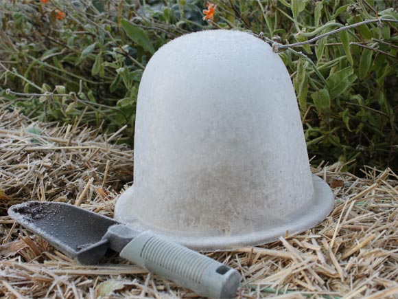 I can see where cloche hats get their name!