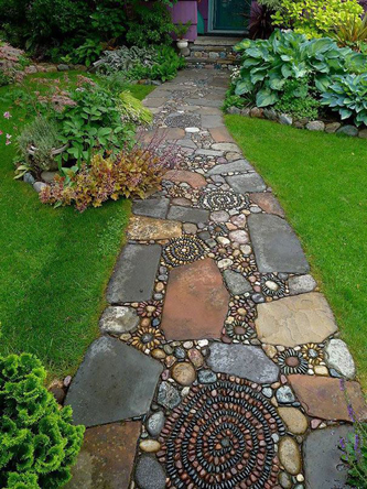 Mosaics combined with large stones can look good
