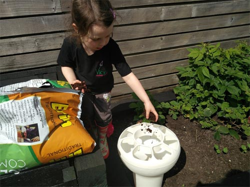 First you need to fill up your Foody with some compost