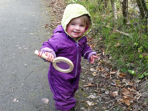 My lil sis Tilda loves to go bug hunting too!