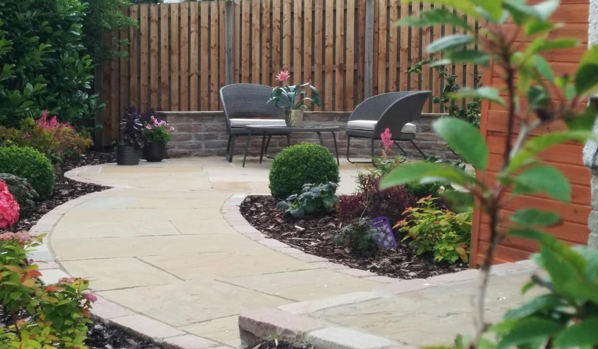 A sloping family garden