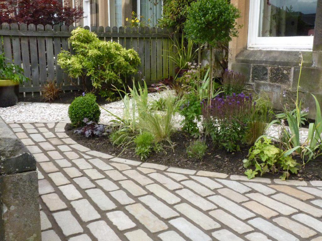 A Welcoming Front Garden - Vialii Garden Design