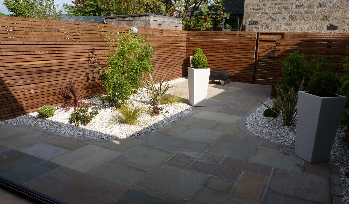 A contemporary courtyard garden