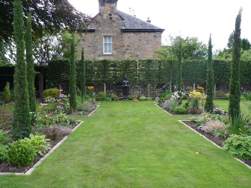 Formal topiary