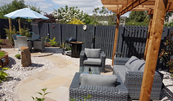 A garden designed by Vialii with slate grey fence