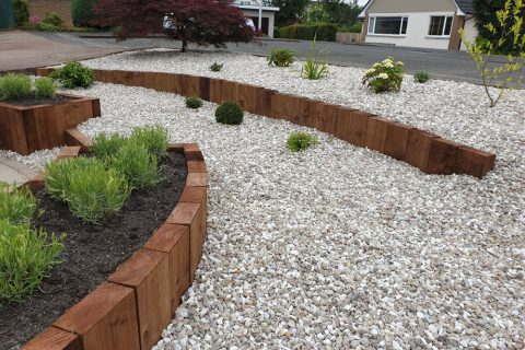 Timber sleepers retain the slope