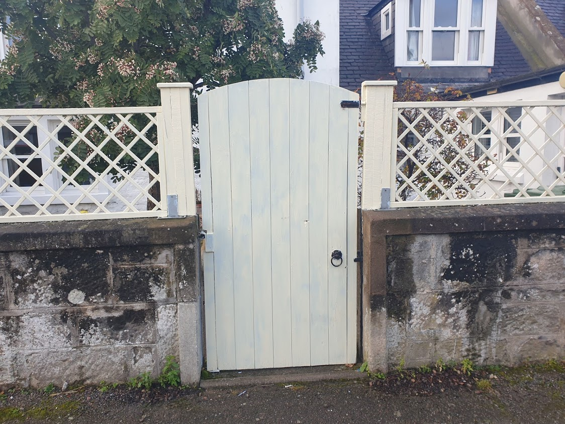 A gate painted to match its neighbouring trellis gives a lovely unified look