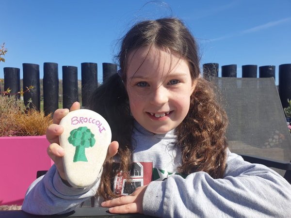 Make a broccoli pebble marker